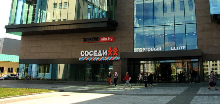 «Соседи» открыли в центре Могилева флагманский супермаркет с арт-объектом