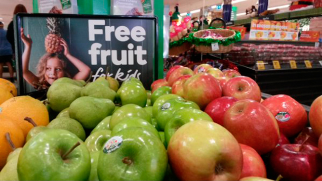 акция «бесплатные фрукты для детей» Австралийской сети Woolworths